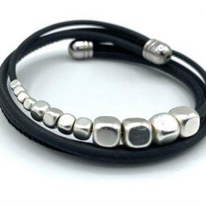 Bracelet caoutchouc, cuir et hématites blanches perlées 1